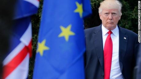 La aparición de Trump en la presidencia de Estados Unidos ha expuesto algunas fracturas en la élite globalista.  Una de ellas es la crisis de consenso entre Washington y la Unión Europea https://t.co/1k2XuKL6SX https://t.co/zOgOPyABMk