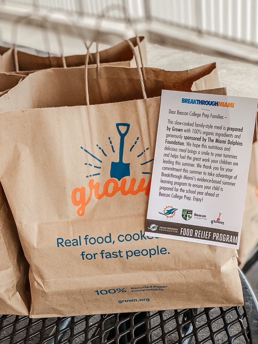 .@MiamiDolphins working with #FootballUnites partner @BreakthroughMia to provide meals from #grown to youth in @Opalocka_FL #community #supportlocalbusiness https://t.co/Fd1gfcf2fg