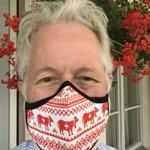Aujourd'hui, j'étrenne fièrement mon tout nouveau masque suisse, arrivé par la poste ce matin! Lavable, réutilisable, avec filtre amovible (à acheter en paquet de dix). Élastique de longueur réglable derrière les oreilles. Je recommande! @masquesuisse #masquesuisse #masque