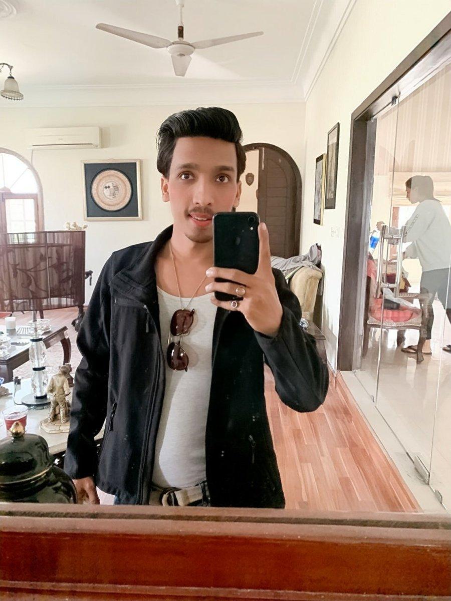 My New Look #Newphotoshoot #model  #Iamdaniyalrizvi #pakistanimodelpic.twitter.com/ZiukLQz6TA