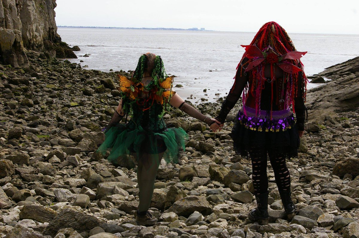 Fairy Friends #Friendship #FriendshipGoals #friends #friendshipchallenge #follow #follownow #twitter #fairiesoftwitter #cosplayergirl #cosplaying #cosplaycommunity #Cutepress #seaside #fairies #holdinghands #costumes #WingsOut #WINGSpic.twitter.com/YGaAXv6rsn