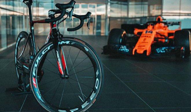 Regresa la #F1 y cada vez existe un vínculo más grande con el #ciclismo Por primera vez 3 equipos están trabajando con formaciones del World Tour. 🚴🏻♂️+🏎❤️ #F1xESPN  @TeamINEOS con @MercedesAMGF1  @BahrainMcLaren con @McLarenF1  @YallaIsraelSUN con @WilliamsRacing https://t.co/vZV0urWGg8