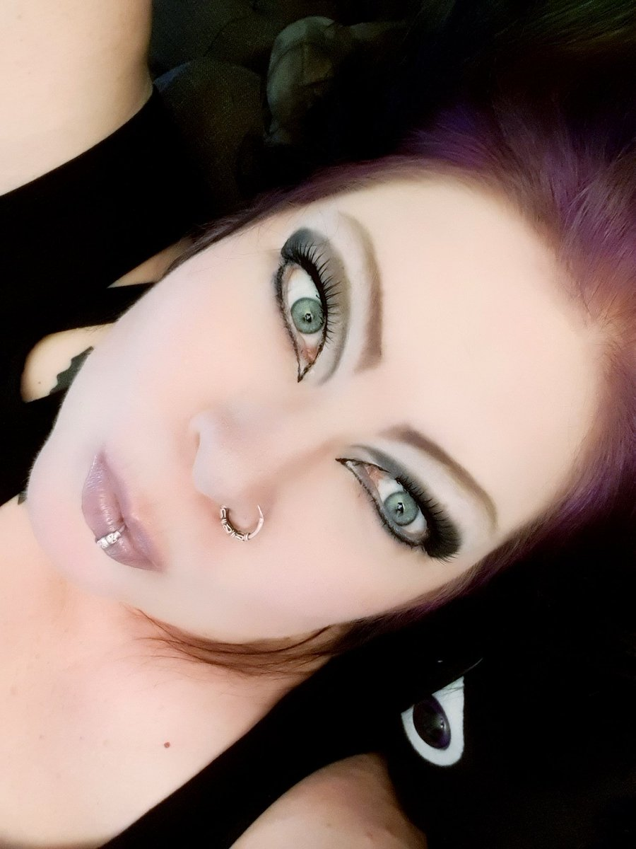 Home again after some shopping. But I lost intrest when people act like jerks everywhere. Not easy to keep social distance when so many don't.  So back home...  #oldergoth #goth #gothgoth #makeup #eldergoth #goth50plus