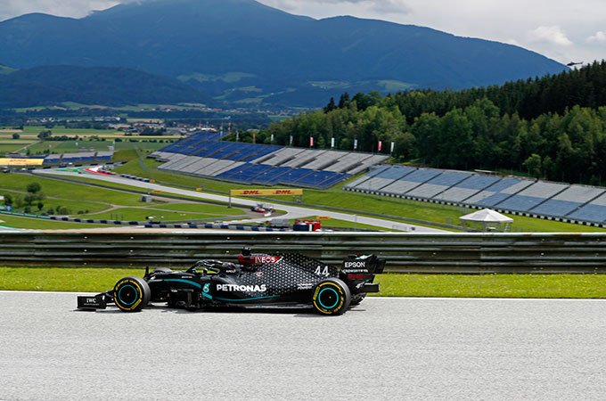 Lewis Hamilton warms up in the Austrian sunshine ahead of the the Formula One Grand Prix in Spielberg [Darko Bandic/AFP] https://t.co/tIU01Y17o9