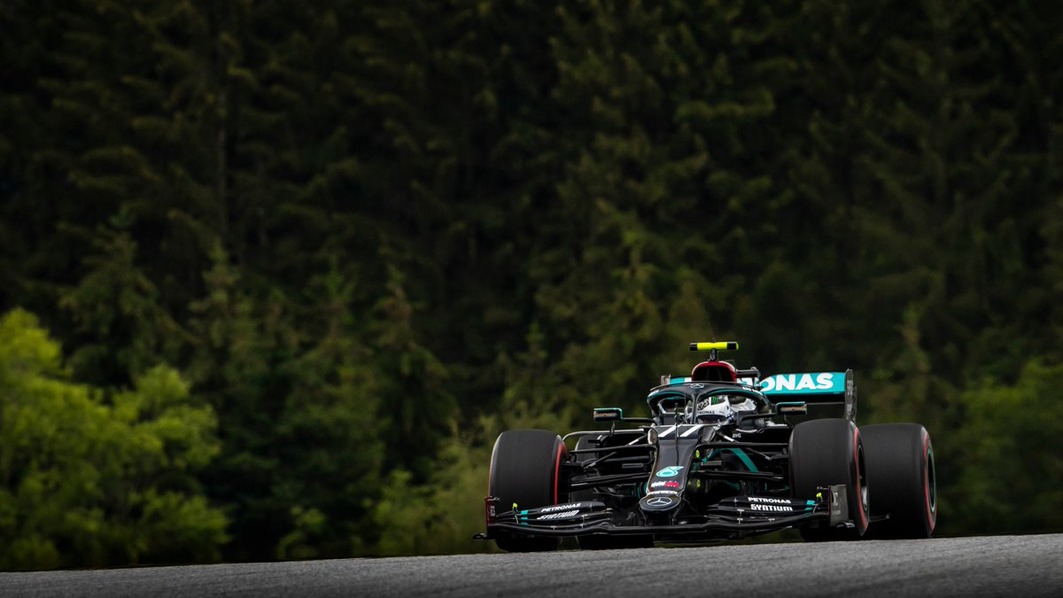 🤯 @ValtteriBottas tops Q2 with a 1:03.105, Lewis right there in P2!   Just +0.081s split our two black cars as we head into the final shootout at Spielberg 💪  #AustrianGP #WeRaceAsOne https://t.co/QRFWyRB4S6