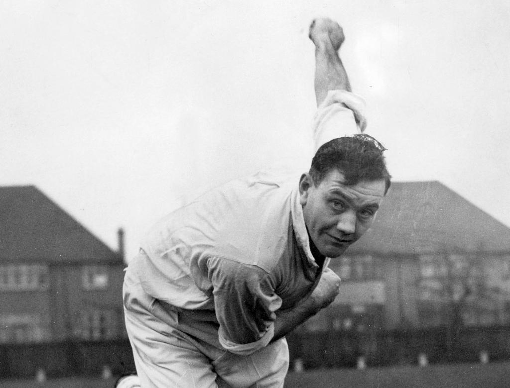 #DidYouKnow Alec Bedser, who was born on this day in 1918, holds the record for most wickets picked up by an England fast bowler in an Ashes series. He achieved the feat when he picked up 39 wickets in the 1953 series at home!