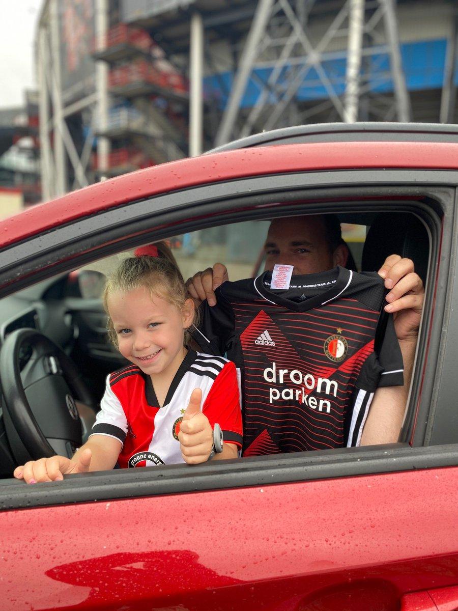 test Twitter Media - Je hebt nog precies een uur om de Feyenoord Fanshop drive-through te bezoeken.  Benieuwd naar de rit? Check Instagram Stories:  ➜ https://t.co/ytYHwQe3dk  #FeyenoordLife https://t.co/T38xcezUM8
