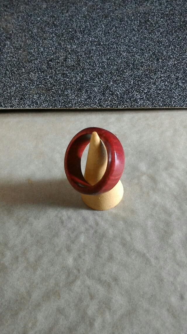 【過去作品】 ピンクアイボリーのリング  「桃色の象牙」と言われるピンクアイボリーを、手削り手磨きで指輪に仕立て上げた作品です。 個体ごとの色の幅が大きいため、オーダーの際は必ず在庫にある材のお色味もご確認くださいませ。  お問い合わせは各種方法にてお気軽にどうぞ。  #銘木 #オーダー https://t.co/v40VOCDPAg