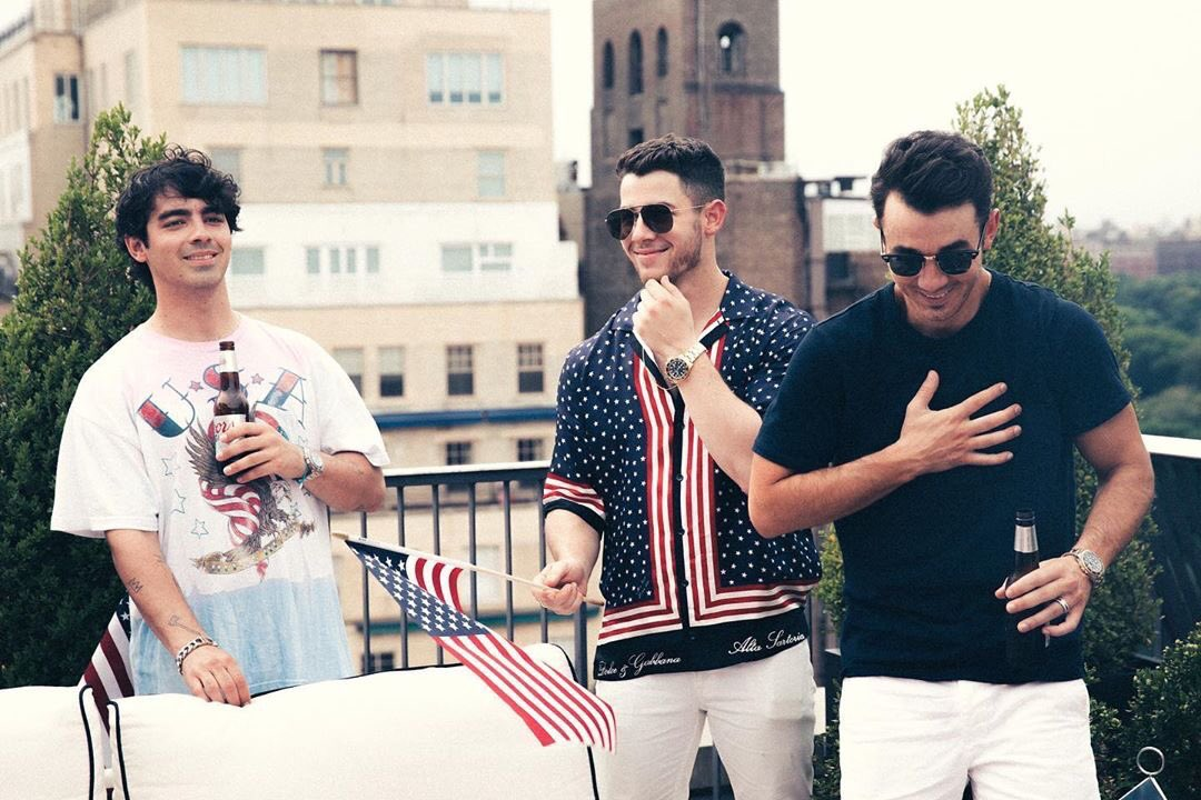 𝐎𝐧 𝐭𝐡𝐢𝐬 𝐝𝐚𝐲 𝟐 𝐲𝐞𝐚𝐫𝐬 𝐚𝐠𝐨: @jonasbrothers   [: July 4, 2018] <br>http://pic.twitter.com/SP4S5RuC5A