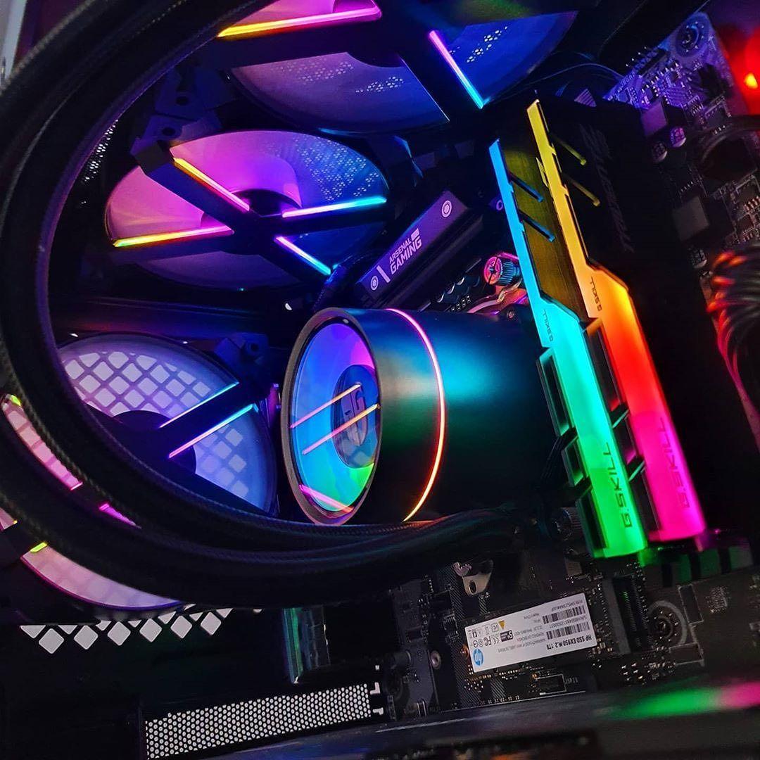 RGB all the way! Oder wie steht ihr dazu?    Hier zu sehen, unsere Castle Ex Wasserkühlung auf einem Foto von @techtesseract. #deepcool #dreamsetup #enthusiast #cooling #battlestation #computer #custompc #gamingrig #watercooling #gamingpc #pcmasterrace #gamingsetup #pcmrpic.twitter.com/lJuJ0pdNql