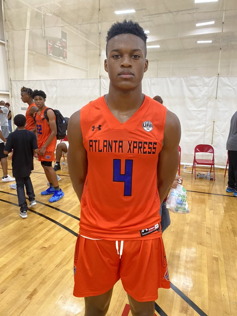 RJ Godfrey had an imoressive showing last night for 16U Xpress. At 6'6 Godfrey's frame and skillset on the perimeter or block make him hard to cover.   Scored inside the lane at will for the Xpress leading them to a tough win last night. https://t.co/b6RNg3dvkq