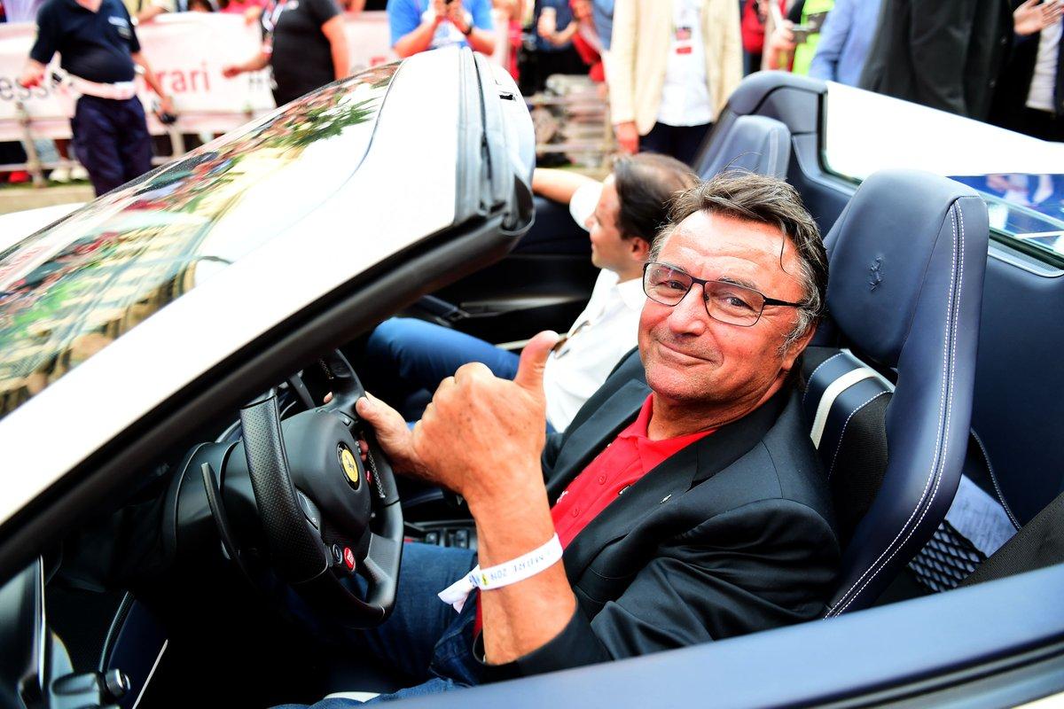 Buon Compleanno René 🎂 from the whole #ScuderiaFerrari family ❤️  #essereFerrari 🔴 https://t.co/pvEg3Wsb4l