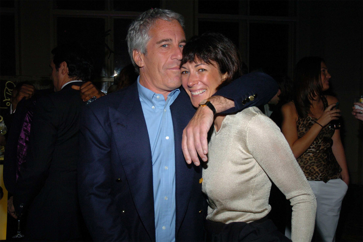 Ghislaine Maxwell was Epstein's 'victim,' and he had 'complete control over her,' friends say https://t.co/Wu4ccEnlJI https://t.co/1akO0QnTz1