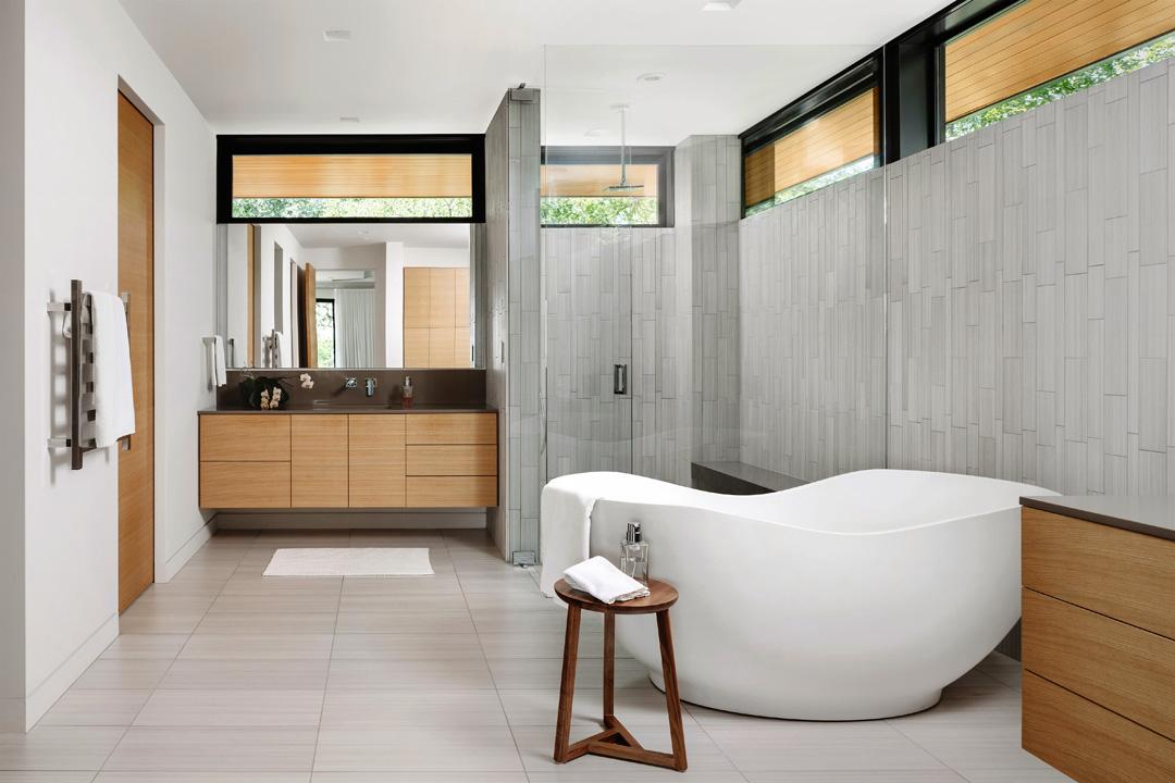Modern master bath with gorgeous soaking tub. Yes please. #modernbath, #modernarchitecture https://www.jchristopherarchitecture.com/portfolio/cove-house/…pic.twitter.com/KswNaWi2MZ