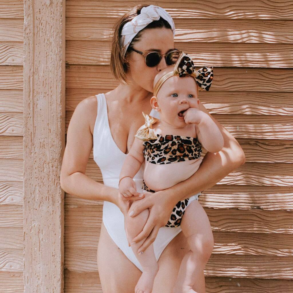 Living my dreams with oversized bows and leopard swimsuits with Audrey . #mommyandme #minime #mommysgirl#mommydaughtertimepic.twitter.com/ODzuw55sqt