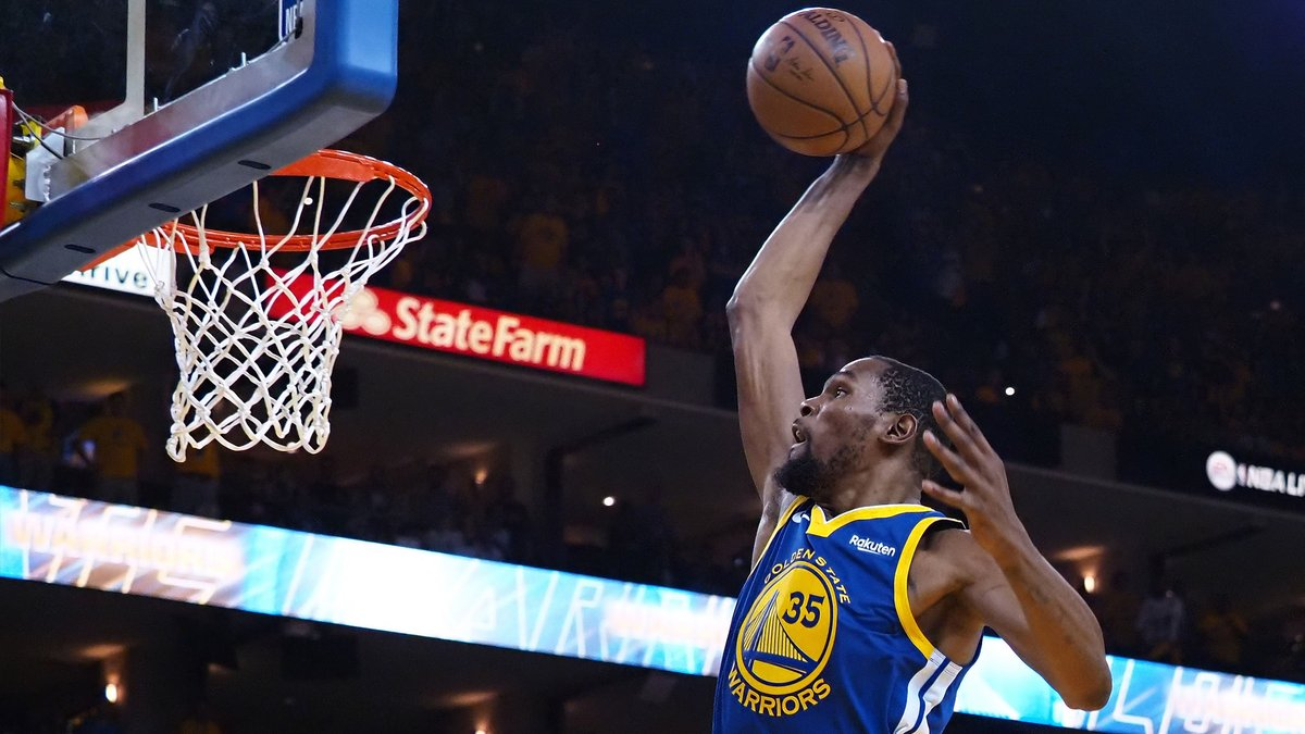 KD commemorated agreeing to join the Warriors four years ago by dunking on a troll 😮  https://t.co/BAzSVs8Ic8 https://t.co/s8cGDP23Vj