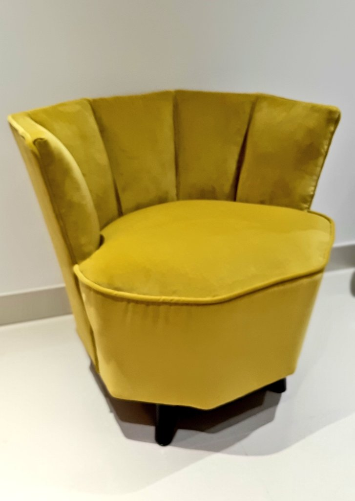 A mustard yellow velvet art deco style club chair finished, for sale and ready for its forever home. A real feature piece but also very comfy. Re-upholstered with new FR linings etc. #vintageculture #keepcrafting #celebritystyle pic.twitter.com/nlcTcdvm1x