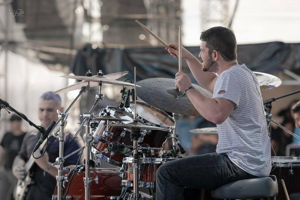 @mattgarstka @animalsasleaders at @knotfest  by #juliozavalaphotography • • • • • #rock #drummer #concertphotography #metal #drums #musicphotography #livemusic #concert #concertphotographer #livemusicphotography #drumming #drum #rocknroll #musicp… https://instagr.am/p/CCO2LGRn5ns/pic.twitter.com/odKzjV20gL