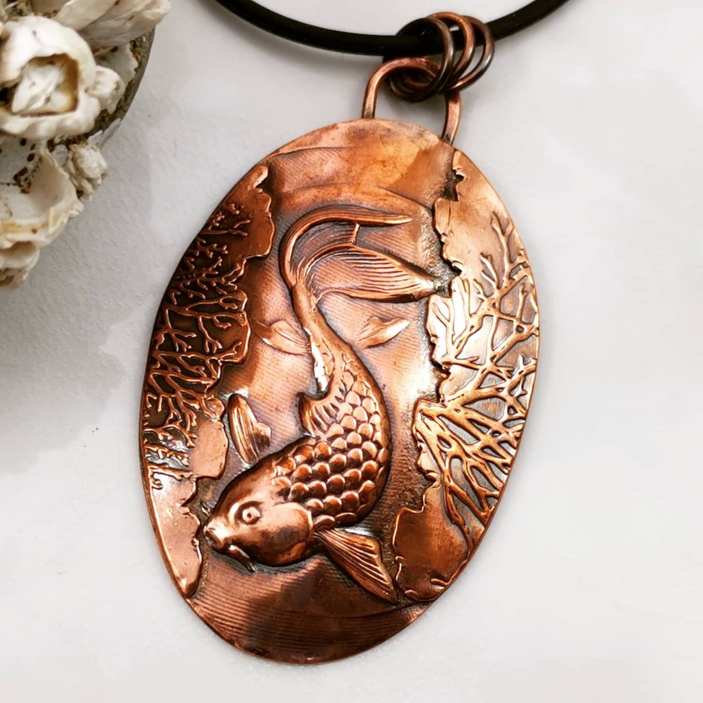 Beautiful Copper Koi Fish swimming amongst the kelp / seaweed Meaning in Japan is good fortune or luck. Symbolic in Buddhism is to represent courage.  . . . . . #westcoastartist #canadianartist #debvdesigns #lovejewelry #jewelryartist #fashionjewelry #ar…