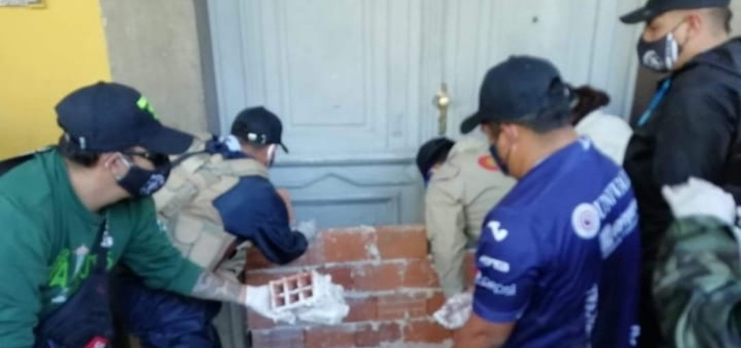 The terror group has begun to lay bricks to cover entrances to the governors office. Some have warned that a coup could take place against the MAS governor of Cochabamba.