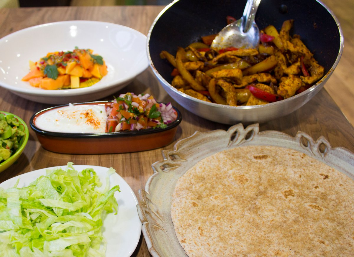 Looking for some Saturday night cooking inspiration? Give our chicken fajitas a go! We love this for a weekend treat https://t.co/YGLtxPAcKJ https://t.co/K17GICiJIC