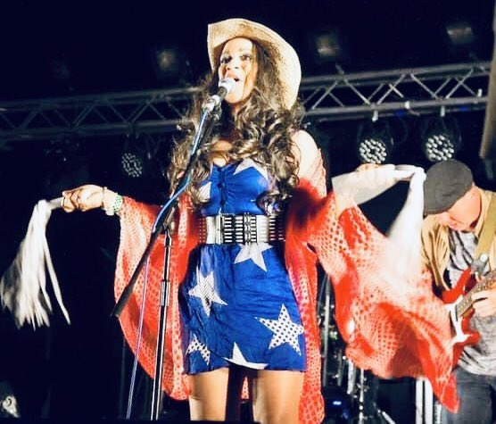 Sending love to all my American friends. ❤️ I wore this outfit one 4th of July when Obama was President & we could dance & sing 🇺🇸 https://t.co/u5PQzB0AbS