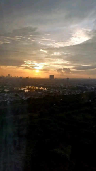 Listiyana Frederika:Feel blessed with this view clear sky & beautiful sunset#Sunset #sunsetlovers  http://kw.ai/p/1ylaDMGw pic.twitter.com/WUwczuJUO9