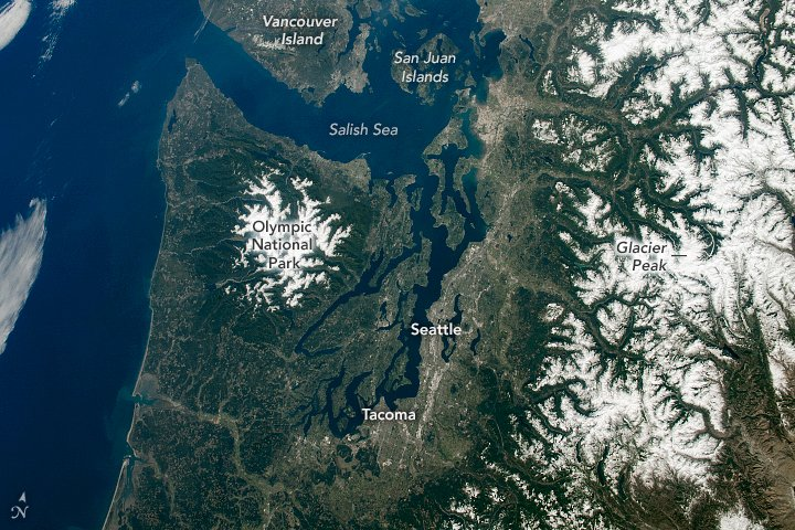 The Olympic Peninsula, Cascade Mountains, and Salish Sea caught the eye of an astronaut on the space station. earthobservatory.nasa.gov/images/146918/…