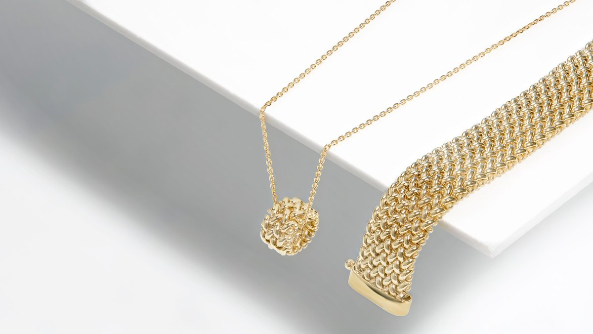 Shine and sparkle with our Yellow Gold Jewellery, available at https://t.co/X3VVoyaXmO. Browse our selection today.  ✨9ct Yellow Gold Woven Pendant: https://t.co/PS6op7Gxrb ✨9ct Yellow Gold Woven Clasp Bracelet: https://t.co/mSuRRZzI1R  #SparkleWithFraserHart https://t.co/IOXpbQL3Pu