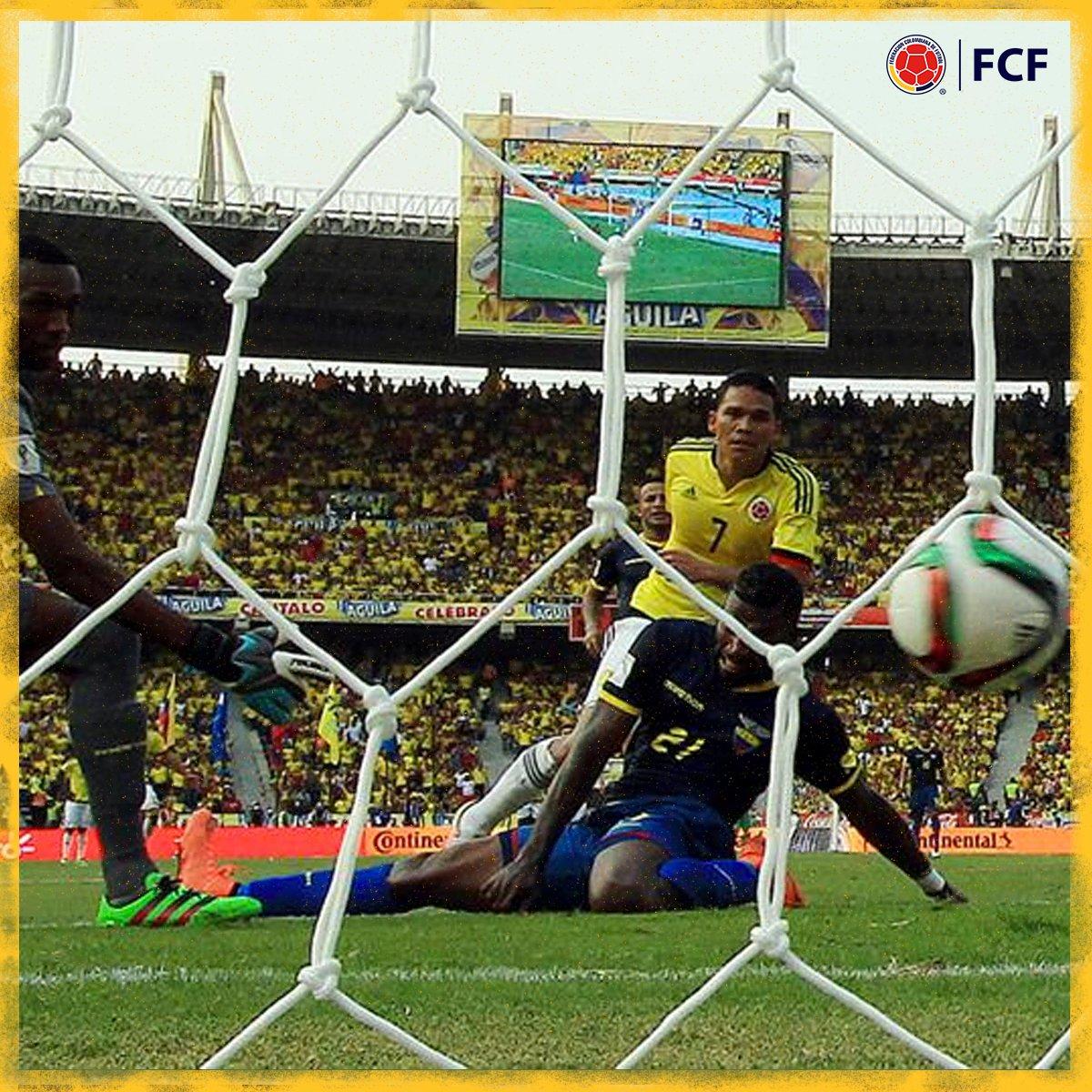 ¡Gooool de Colombia!  El tiqui-taca entre @jamesdrodriguez, @Cuadrado y @carlos7bacca terminó en el tercer gol de Colombia ⚽️🏃♂️  ¡Qué demostración de buen fútbol! 💪   🇨🇴3⃣-0⃣🇪🇨  #EnModoEliminatorias #ViveElGolCaracol https://t.co/DV4ecGJxhr