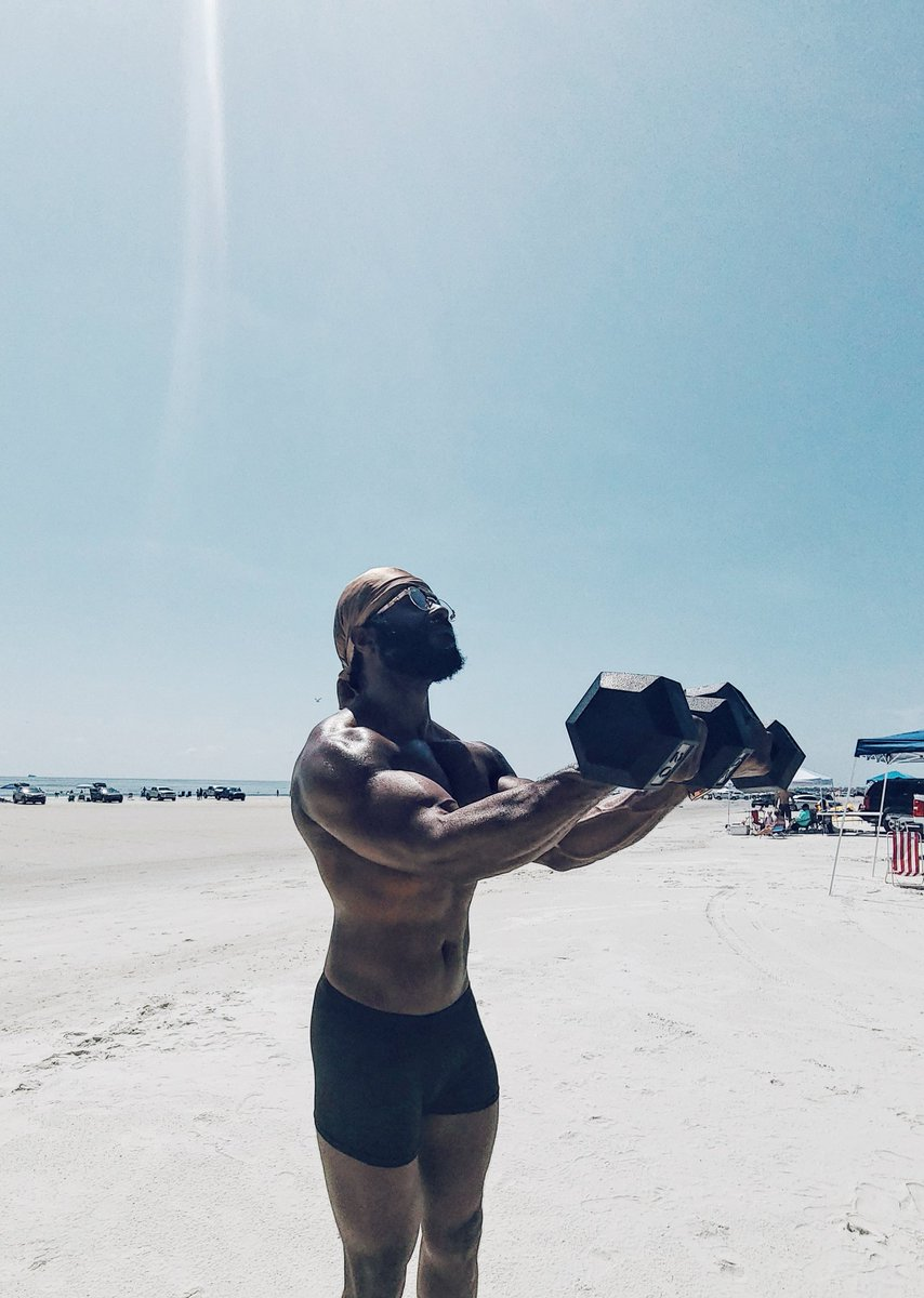 Beachside, rebuilding this physique bit by bit...  : @iAmKtownKris  #HuguenotBeach #HuguenotPark #BeachDay #BeachBum #BeachTherapy #FlexFriday #OnFridaysWeFlex #FlexinOnEm #TGIF #DieselSeason #TheDieselGod #Bodybuilding #Bodysculpting #ThisIsntEvenMyFinalForm #MelaninMusclepic.twitter.com/goQZzvCUm2 – at Huguenot Memorial Park