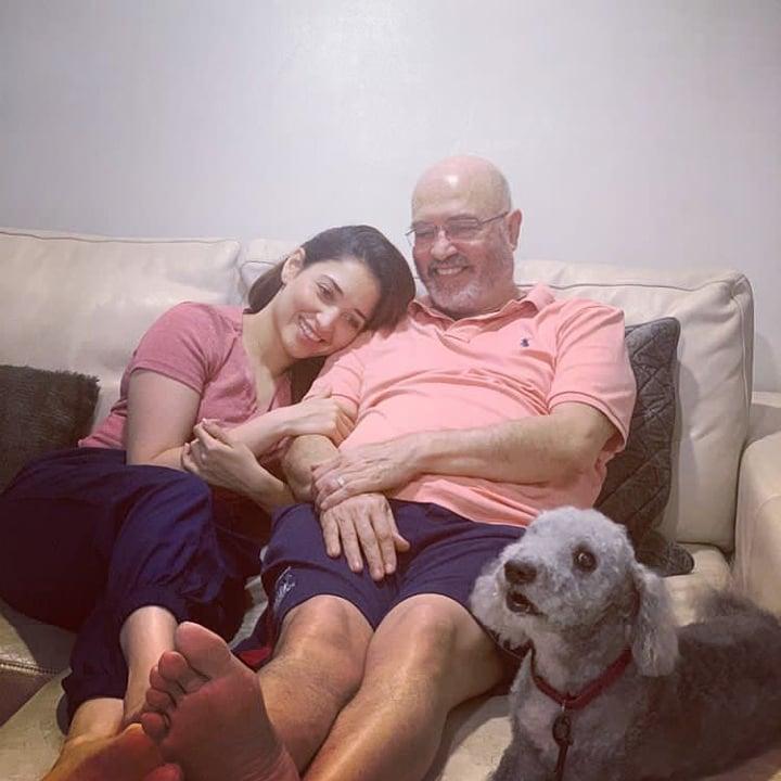 Cuteness overloaded in this picture of Tamannan Bhatia @tamannaahspeaks #tamanna #samantha #tollywood #tamannaah #kajalagarwal #tamannahbhatia #tamannaahbhatia #tamannabhatia #deepikapadukone #kollywood #tamannah #actress #bollywood #anupamaparameswaran #nayantharapic.twitter.com/v81ZEDdgLN