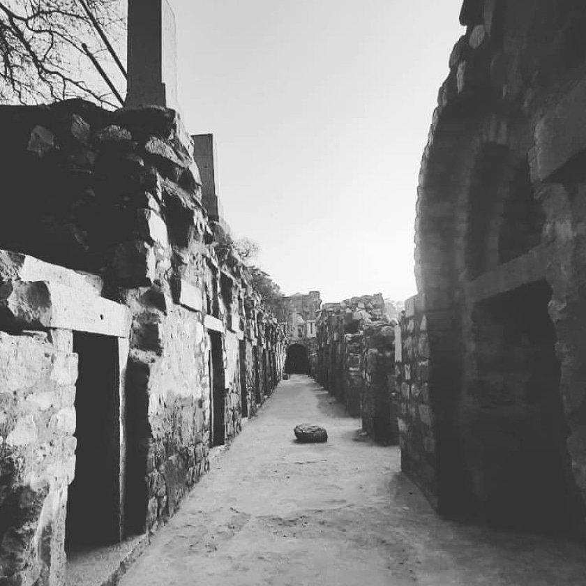 Travelling tends to magnify all human emotions.  #hauzkhas #delhi #hauzkhasvillage #india #delhidiaries #newdelhi  #delhigram #photography #delhincr #hauzkhasfort #delhiigers #hauzkhasvillagepic.twitter.com/QiQBABY36p