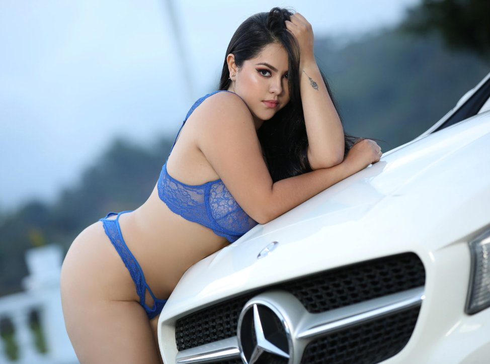 Come and tell tasty Kandy Foster exactly what you need and let this vivacious #camgirl satisfy your every naughty desire! ow.ly/aNdC50AoCUe