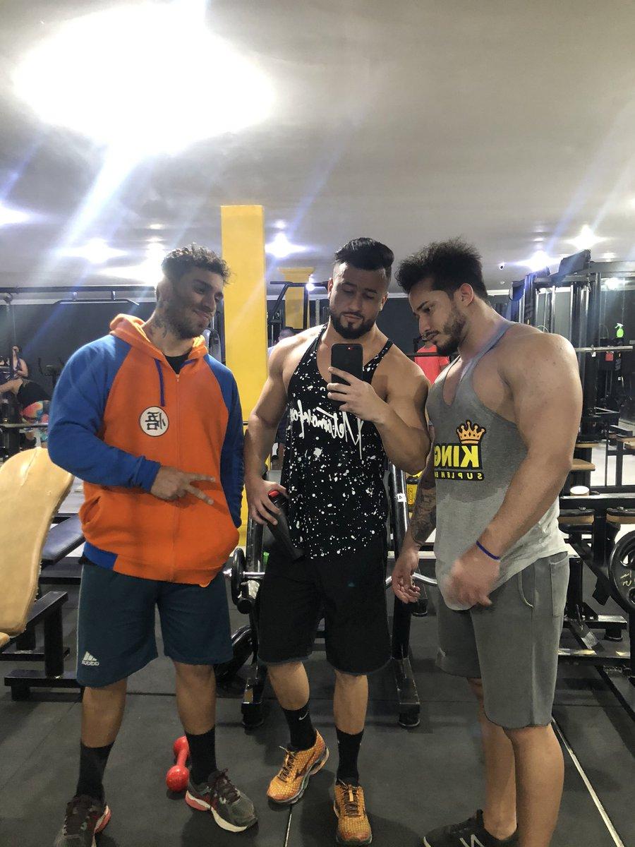 Sábado teve  #antesedepois #mudança #wellnesscoach  #sixpackfemmes #cutting #strom #fiqueemcasa #followforfollowback #sdv #fitnessmotivation #vemmonstrovem #bodybuildingmotivation #nopainnogains #13memo #fikamonstro #musclemodel #esmagaquecresce #fikagrandeporra #bodybuildingpic.twitter.com/q80jcWM1vj