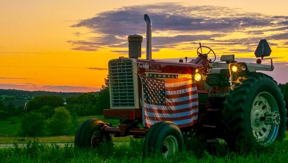 Today we celebrate America's birthday. We hope you are all having a great 4th of July!  : Hank Huber Farms  #HyCap #TractorParts #HyCapacity #HeavyDutyTractorParts #AgParts #Farming #Tractors #Tractorlife #4thofJuly #Farmallpic.twitter.com/g8tonv3Sx8