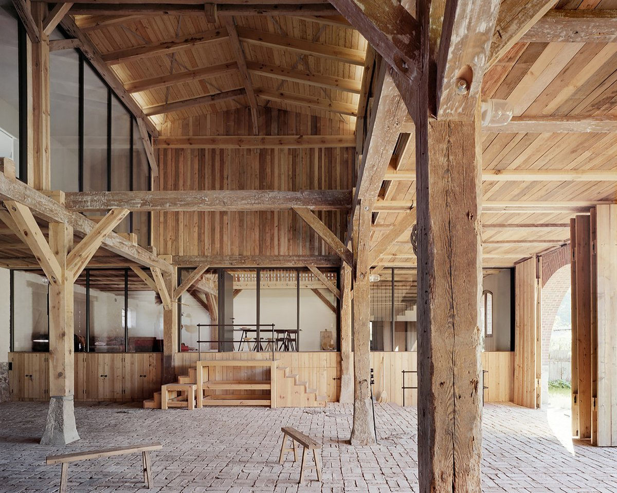 LANDHAUS _ The entire building was upgraded and a considered approach to energy was made in this careful restoration. #Arquitectura Thomas Kröger Architekt Foto Thomas Heimann Desde @ArchDaily https://bit.ly/2Zs5gRT #madera #MaderayConstrucción @Maderayconstrucpic.twitter.com/uHEe4sIzqL