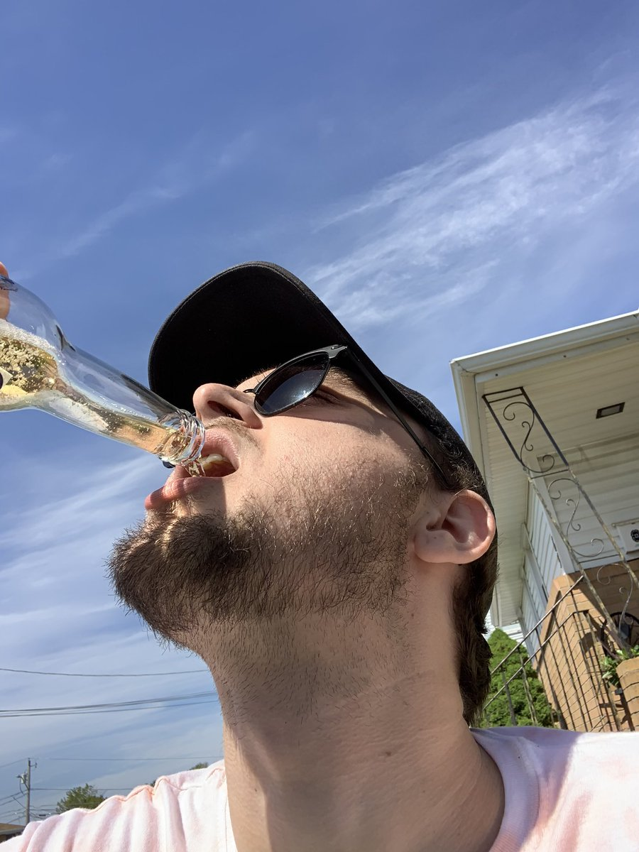 Can we start a thread of good people drinking booze?pic.twitter.com/sE2eGmkKD9  by Wicked Good Gaming