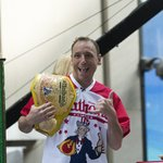 Image for the Tweet beginning: Joey Chestnut breaks his own