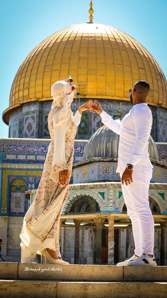 شاب وفتاة فلسطينيان قررا أن يبدءا حياتهما الزوجية من المسجد الأقصى المبارك. بارك الله لكما وبارك عليكما وجمع بينكما في خير 🌹 https://t.co/R9WDH0W80N