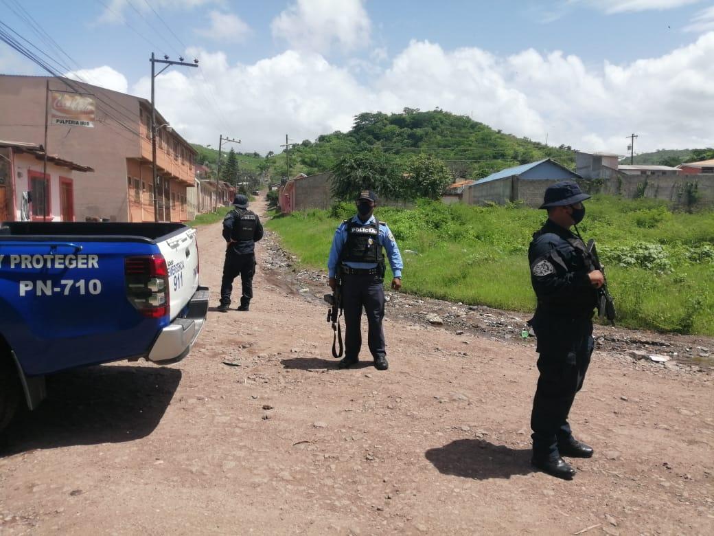 Realizamos operativos de control y seguridad en diferentes puntos de Juticalpa #Olancho con el fin de prevenir todo tipo de faltas y delitos   #ServirYProteger https://t.co/Vr25Xpr2B4