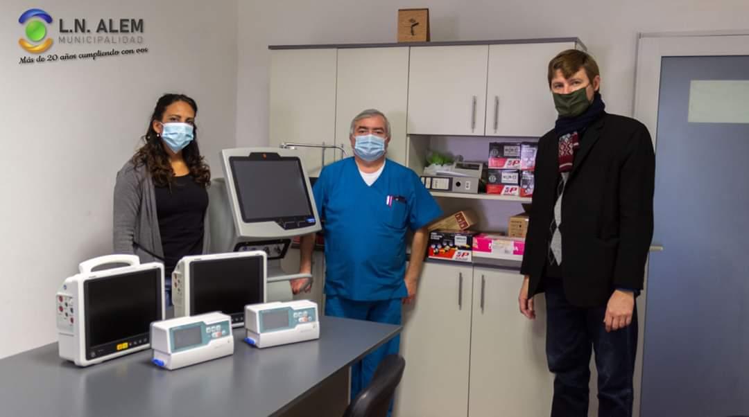 Gracias @Kicillofok gracias @DrDanielGollan, un nuevo respirador, dos monitores multiparametricos y dos bombas de infusión para @MunicipioAlem https://t.co/BMYwJeUyKh