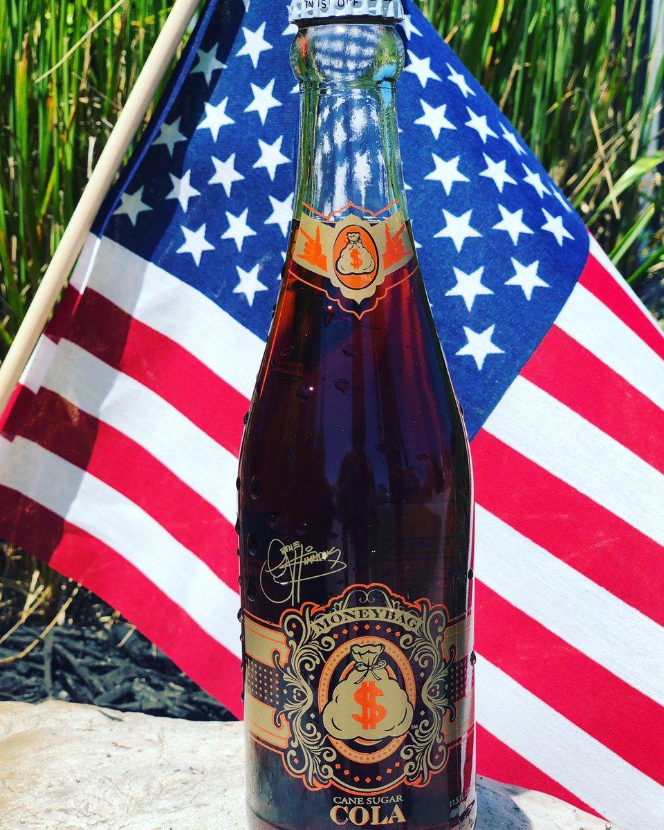 Happy Fourth of July! 🇺🇸💥🇺🇸 #GeneSimmons #moneybagsoda #canesugarsoda #genesimmonssoda #fourthofjuly #drinkmoneybag #USA