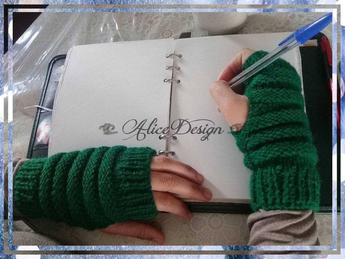 ❄ Olvidate de tener las manos frías!En #AliceDesignStore encontrás estos increíbles mitones.Para disponibilidad de colores de lana en stock consultanos por md 💌 #alicedesignstore #handmade #emprendedores #mitones #mittens #guantes #gloves #lana #invierno #tejido  #l4l #f4f