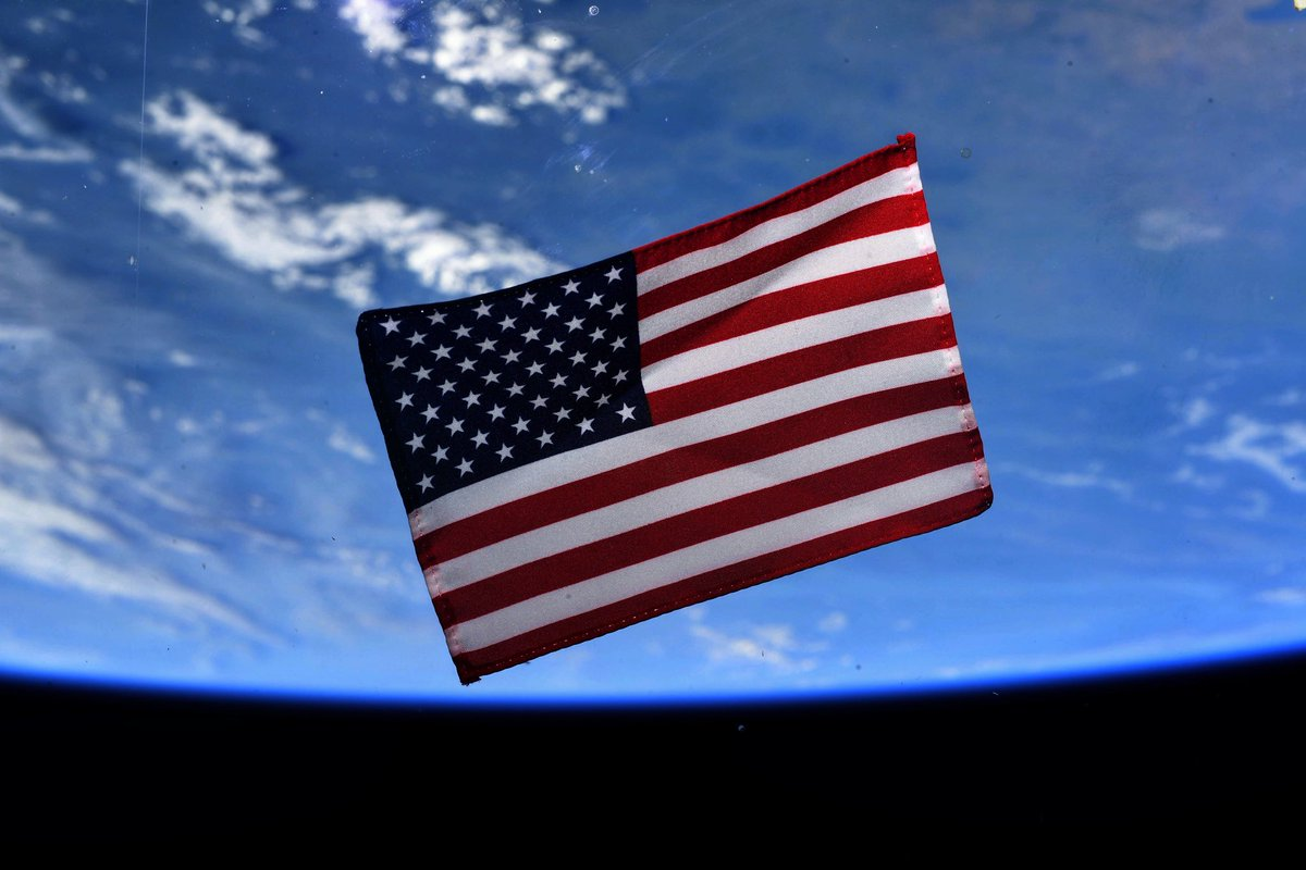 Wishing everyone in the USA a Happy 4th of July from the @Space_Station. 🇺🇸