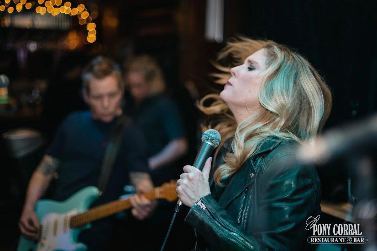Taken for Fiona Haftani @FionaHaftani of 7EMedia for The Pony Corral @PonyCorral Jennifer Hanson @JenHanson8 . . . . . #livemusic #singer #concertphotography #concert #winnipeg #musician #wpgnow #songwriter #manitoba #musicphotography #winnipegphotographer #guitarpic.twitter.com/YtXBV5wWLJ