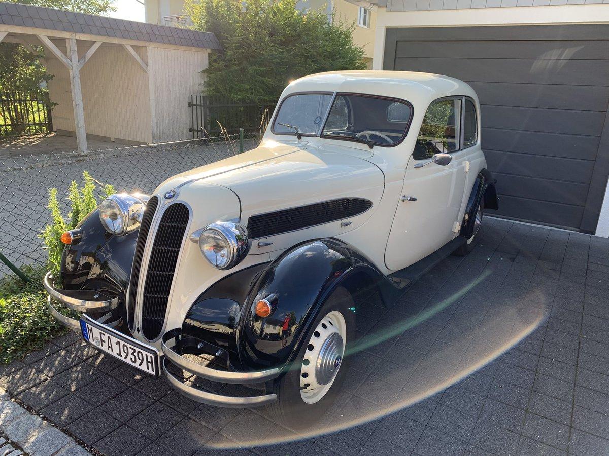 Die neue, alte Karre von meinem Kumpel Flo. Jetzt könnt Ihr drei Mal raten, wo der #BMW 1939 angemeldet wurde. In #Dresden. Kein Scheiß. Hammer! 😃👍🏼