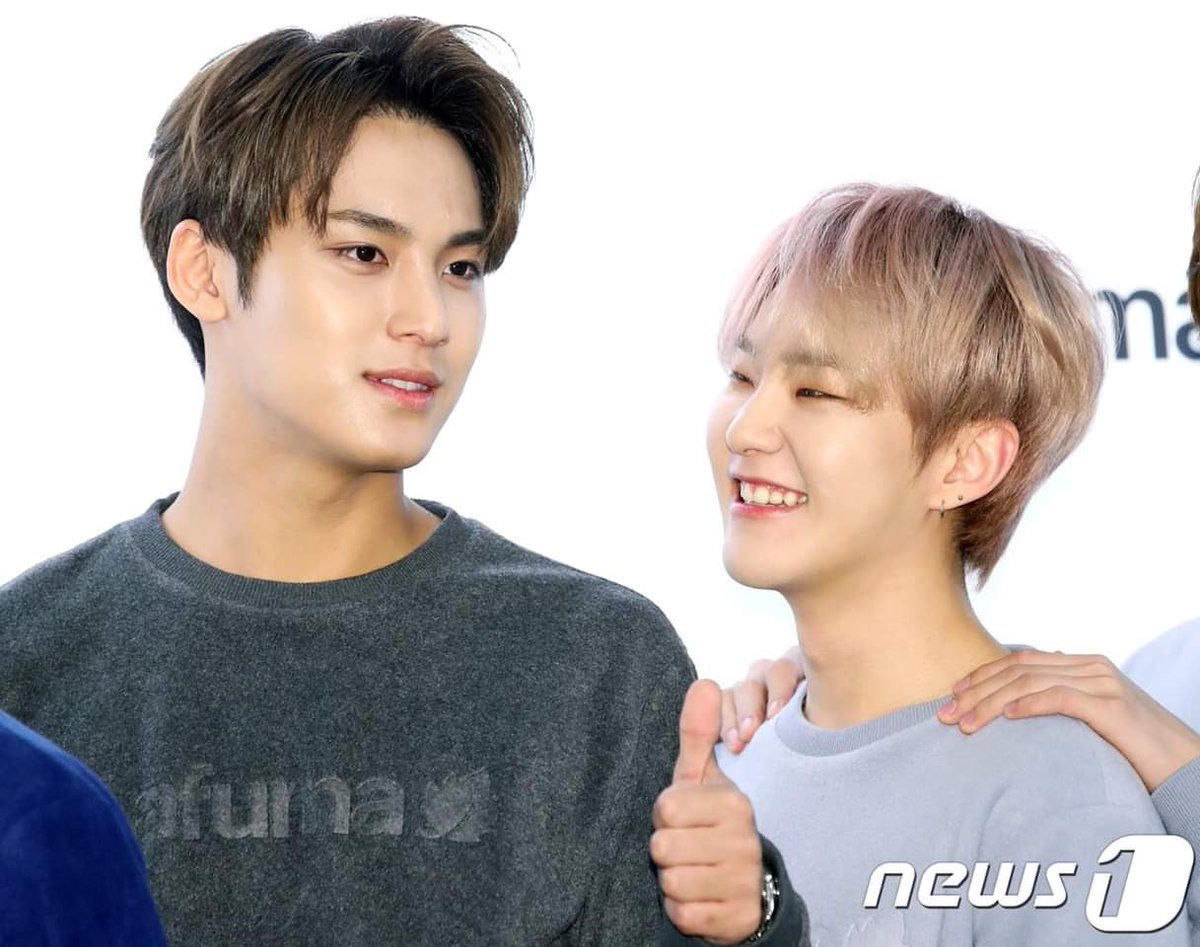 Hoshi : I wanted to kiss you today.   Mingyu : Why didn't you??   Hoshi : Can't reach your stupid handsome face. pic.twitter.com/UKtkvre4s3  by ⇆ |💎⁷| incorrect soonwoo, soongyu AU⇆