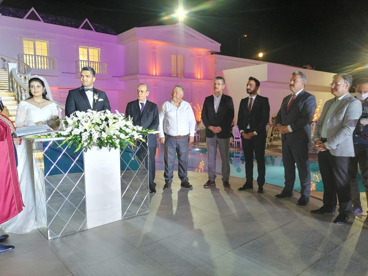 İl Başkanımız Sayın Şaban Çopuroğlu ve protokolün katılımlarıyla gerçekleşen düğün merasiminde Işık ve Özgen ailelerinin evlatları Halil ve Merve çiftine bir ömür boyu mutluluklar diliyoruz. https://t.co/vME7bUXVyj
