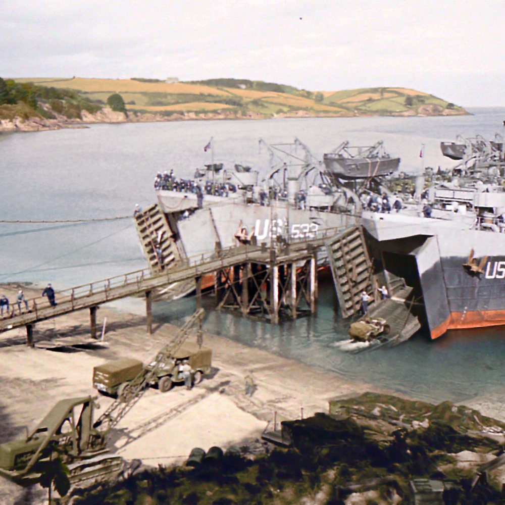 #Cornwall is so beautiful it's very hard to believe that so many of the little coves & beaches were used during #WW2 in the run-up to #DDAY. Here are #US Landing Craft at Trebah Gardens near #Falmouth - they ended up at #omaha beach.  #CornwallsMilitaryHeritage published 2021. https://t.co/Lu3B2suqQu